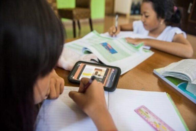 Anak sekolah belajar daring di rumah. Foto: dok MA Plus Randu Dongkal, Pemalang